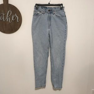 Levi's vintage high rise mom jeans 512
